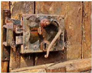 serrurier Lyon vieille serrure serrure pré-historique  remplacent serrure ancienne  changement serrure usée